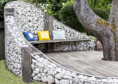 Gabion wall with suspended bench, 1