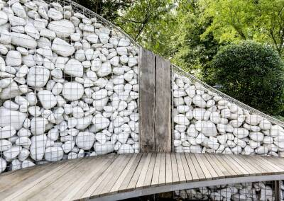 Gabion wall with suspended bench, 6
