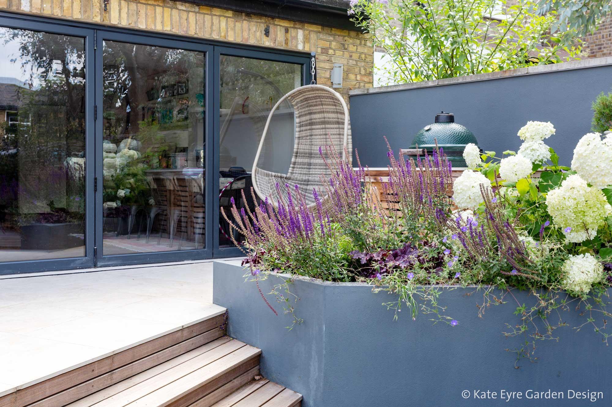Ildersly Grove 1: raised planter & terrace
