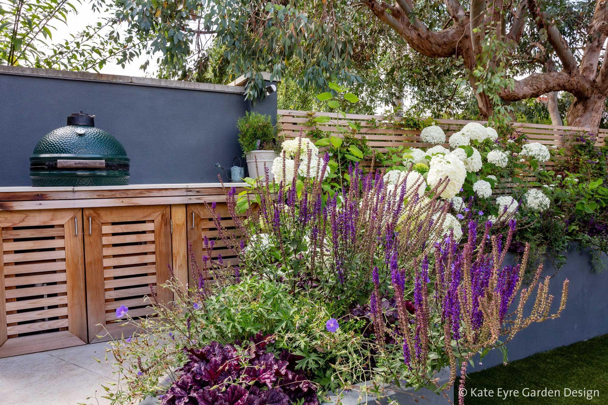 Ildersly Grove 2: raised planter & outdoor kitchen