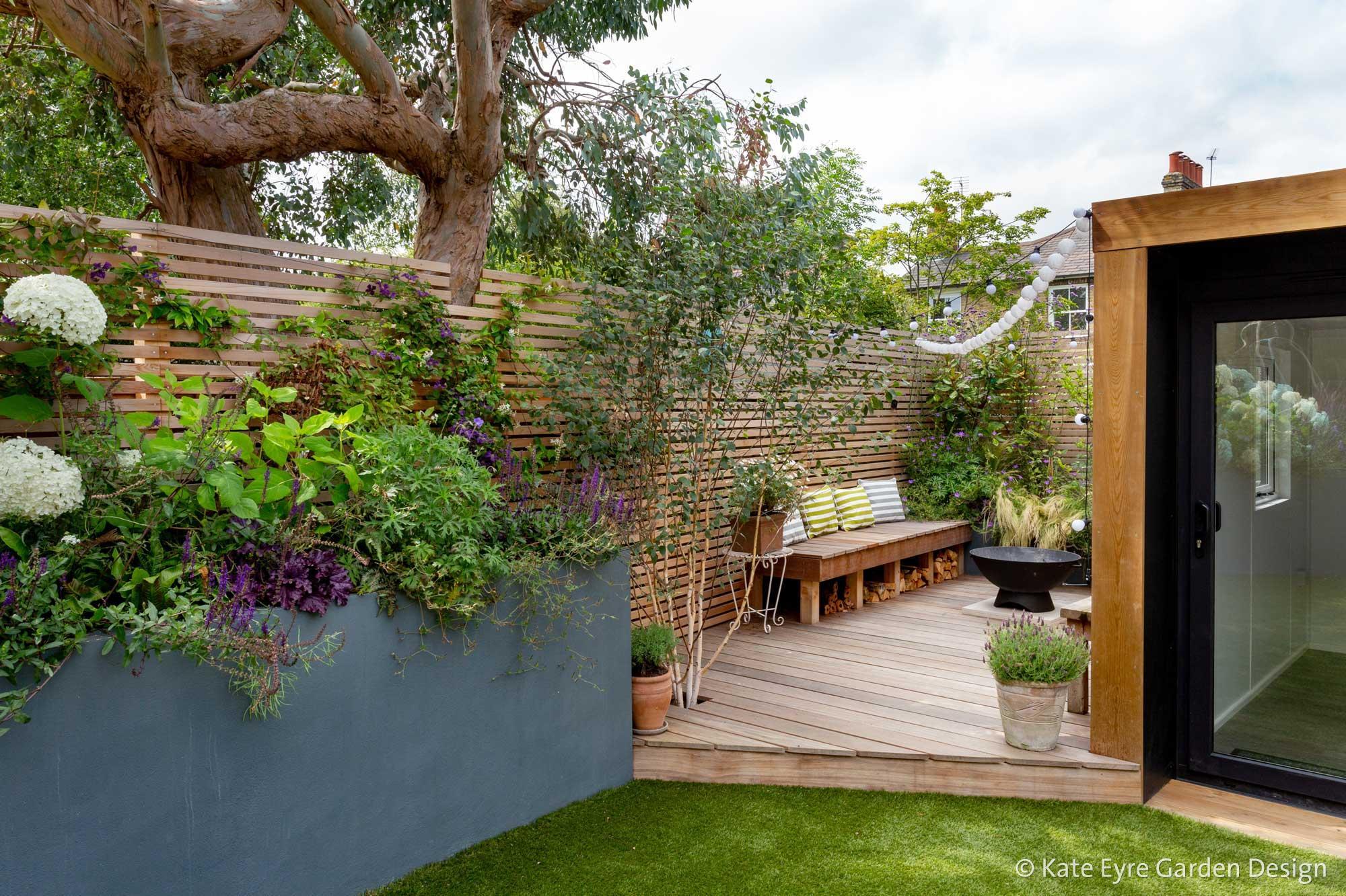Ildersly Grove 3: raised planter & deck
