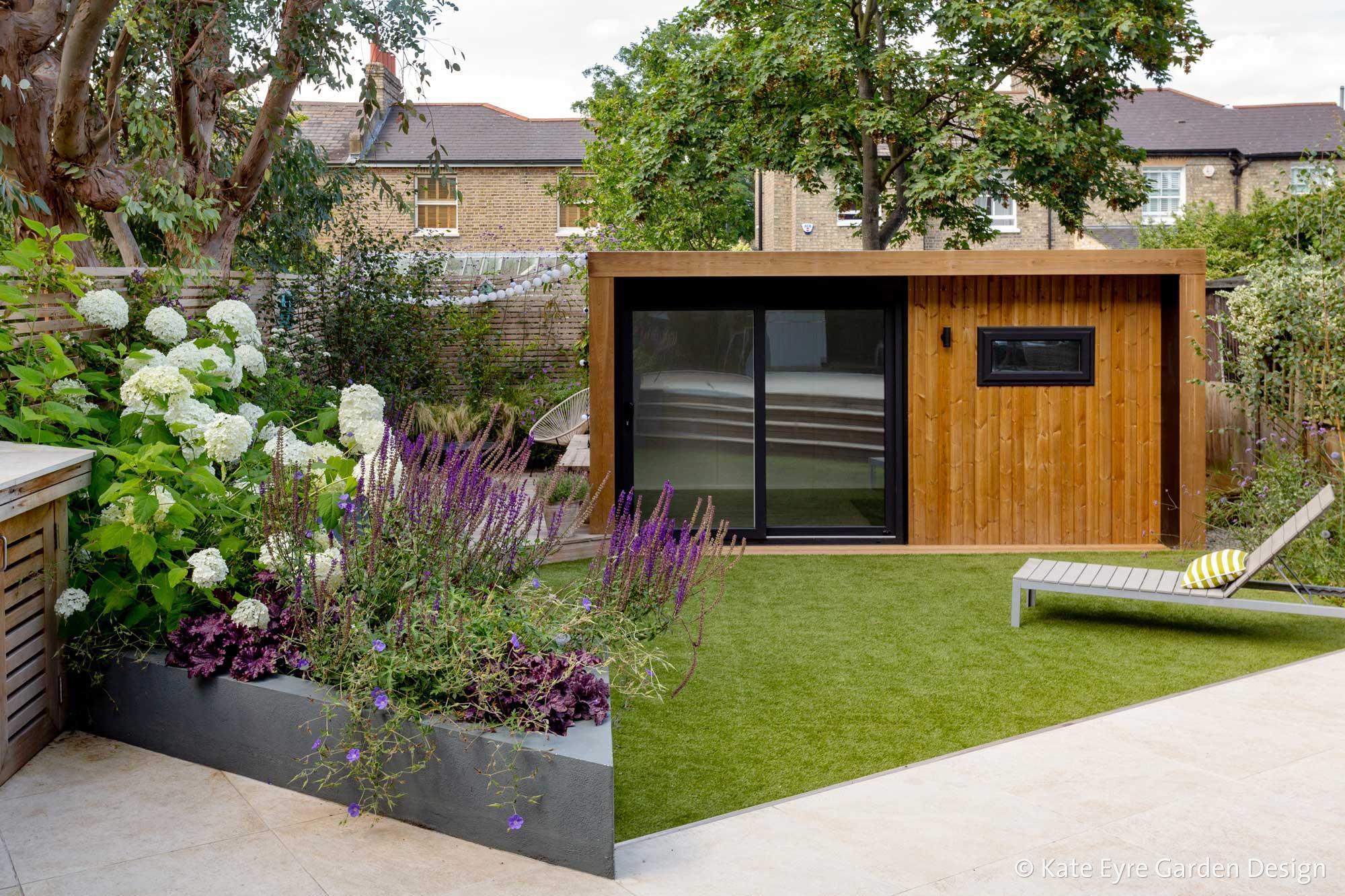 Ildersly Grove 5: lawn, outdoor room & raised planter