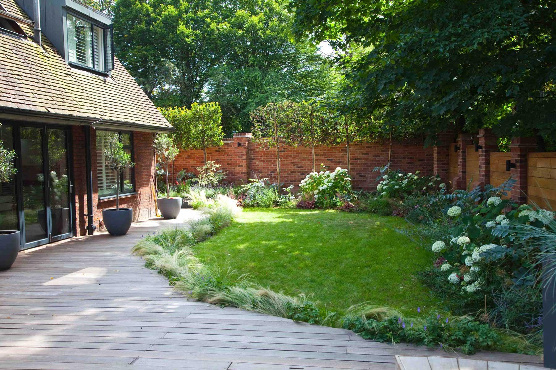 Wrap-around garden design in Allison Grove, Dulwich, 1