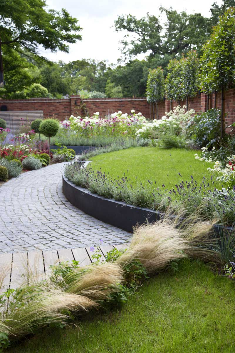 Wrap-around garden design in Allison Grove, Dulwich, 4
