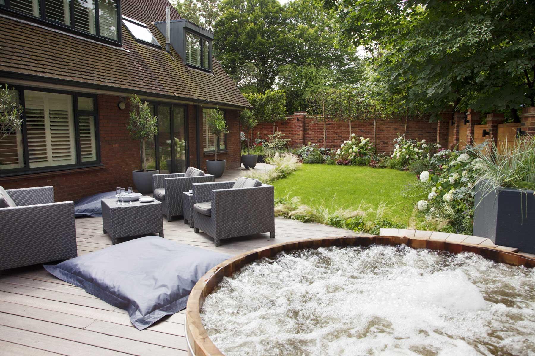 Wrap-around garden design in Allison Grove, Dulwich, 6