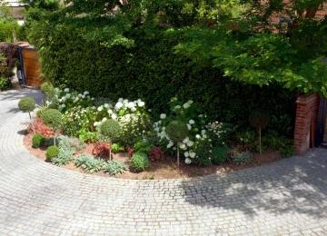 Wrap-around garden design in Allison Grove, Dulwich, 9