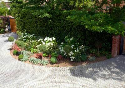 Wrap-around garden design in Allison Grove, Dulwich, 9