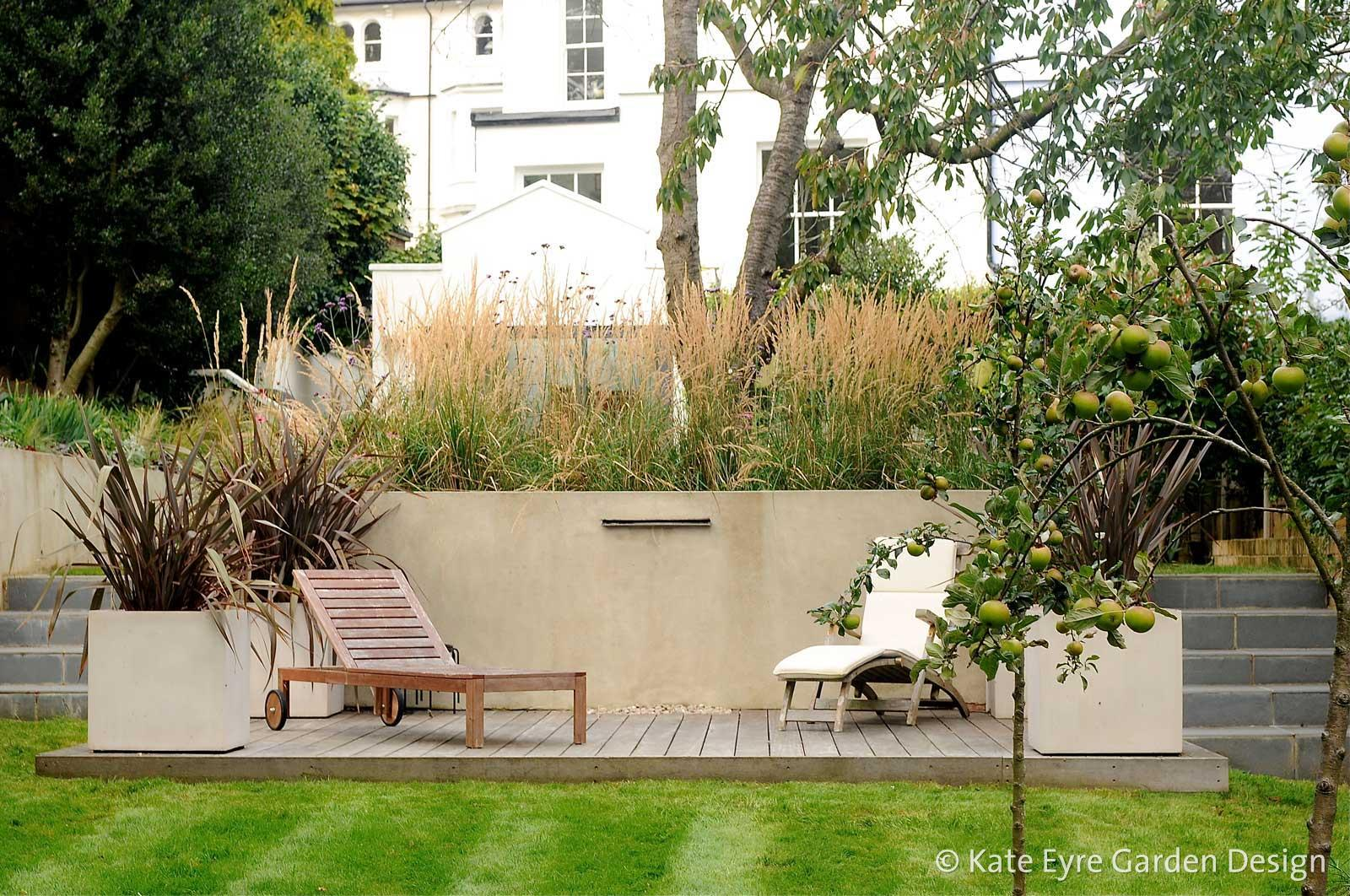 Garden design in crystal palace south east london for Medium back garden designs