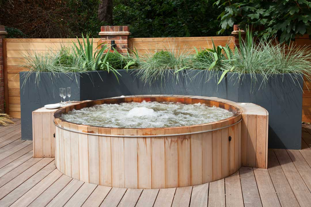 Garden hot tubs outdoor jacuzzis in london expertly for Designer hot tubs
