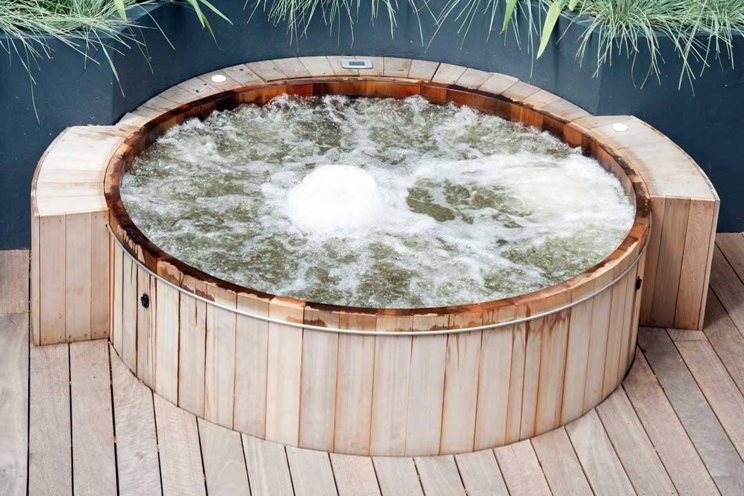 Garden Hot Tub, London, 3